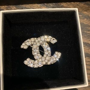 ••Authentic••• Chanel Silver Crystal CC Pin